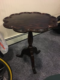 Excellent condition wood side table  Norwalk, 06853