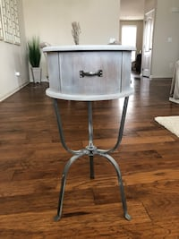 End table  Ashburn