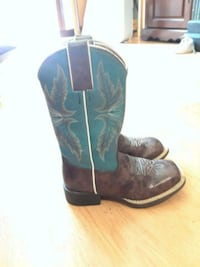 pair of black-and-blue leather cowboy boots Dallas, 75228