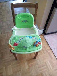 baby's green and white high chair Laval, H7V 2N7