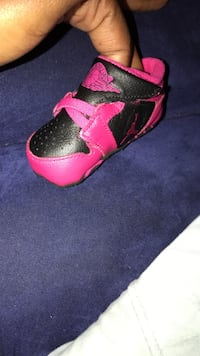 Baby shoes size 2 Terrytown, 70056