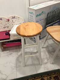 2 stools and 2 chairs $25