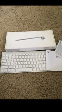 Used Apple wireless keyboard . A1255 . Complete box and keyboard . Pick up in the city of la Habra . Check out my other listings . La Habra, 90631