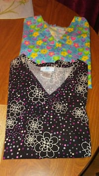 2 size medium scrub tops Robbinsville, 28771