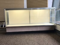 Display case(w/lights & lock)for retail shop