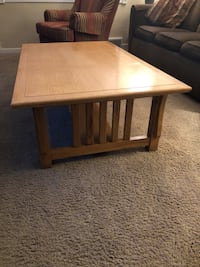 Large Solid oak coffee table  Crafton, 15205