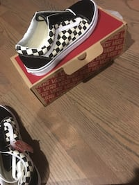 Black and white checkered low vans Providence, 02908