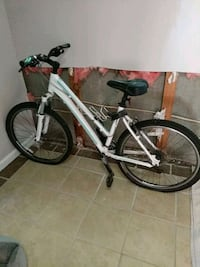 white and black hardtail mountain bike Bremerton, 98312