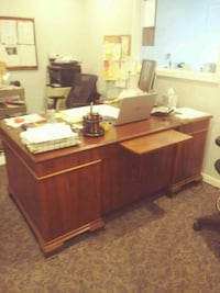 brown wooden desk with hutch Manassas, 20110
