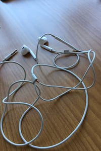 Apple headphone  Victoria, V9A 5S8