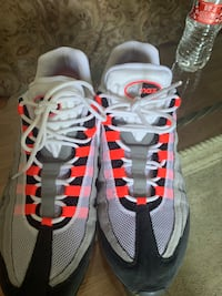 shoes like new, size 13