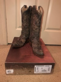 Pair of brown leather cowboy boots Lafayette, 70508