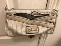 Guess Crossbody Clutch $50 Toronto, M5B 2H1