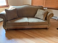 Broyhill Sofa and love seat Bensville, 20603