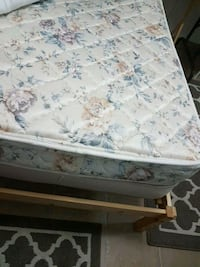 Twin bed and frame Vancouver, V5V 4H1