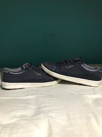 pair of black-and-white low top sneakers Bowmanville, L1C 5H4