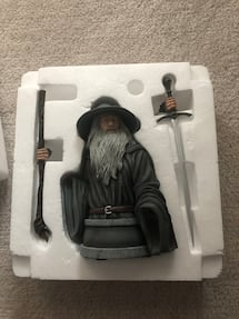 Gandalf the grey statue