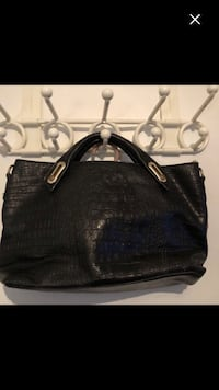 Nice purse (must sell by Saturday 22st ) 782 km