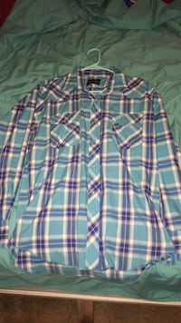 Wrangler mens button up size M Lowell, 72745