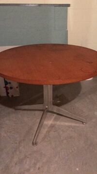Round brown wooden 3ft table Mahwah, 07430