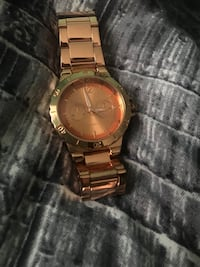 round gold analog watch with gold link bracelet Brant, N0E