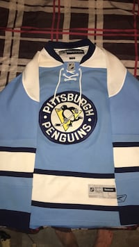 Large Pittsburgh penguins jersey  554 km