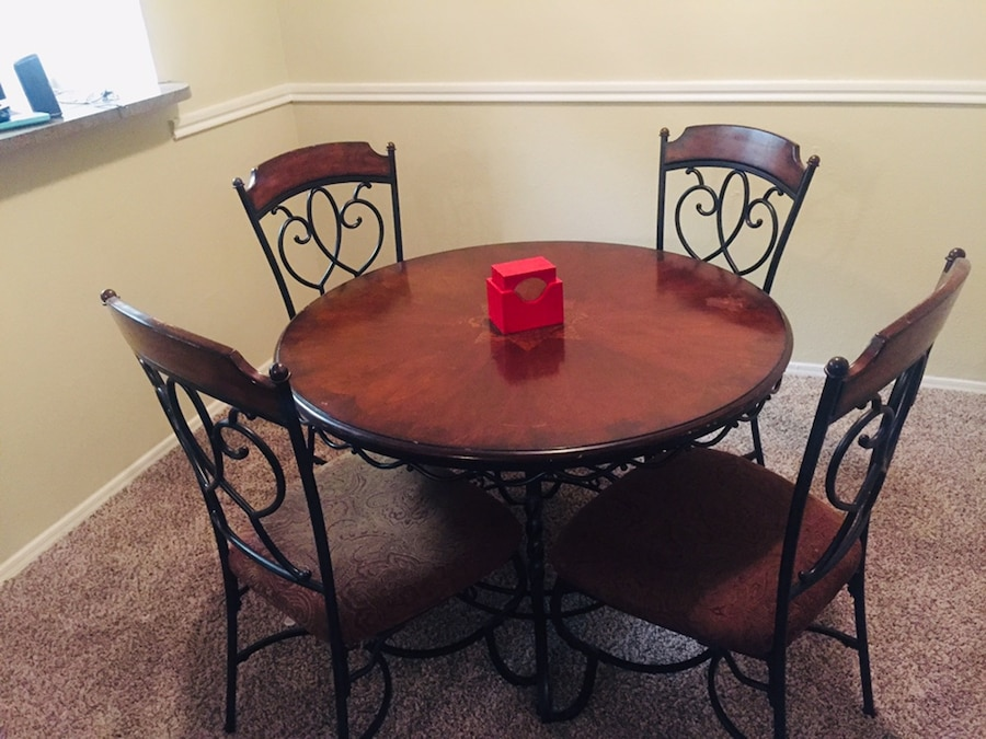 your next dining table usado en venta en arlington letgo rh gb letgo com