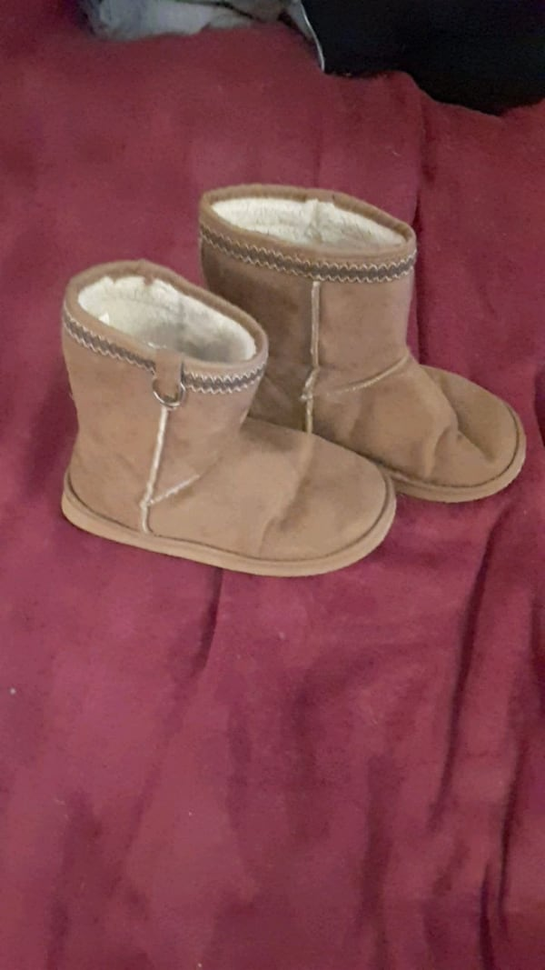 Size 8 womans shoes 6f452b10-6a3a-4364-a2c0-ef627aa2ded7
