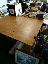 Table no chairs Coos Bay, 97420
