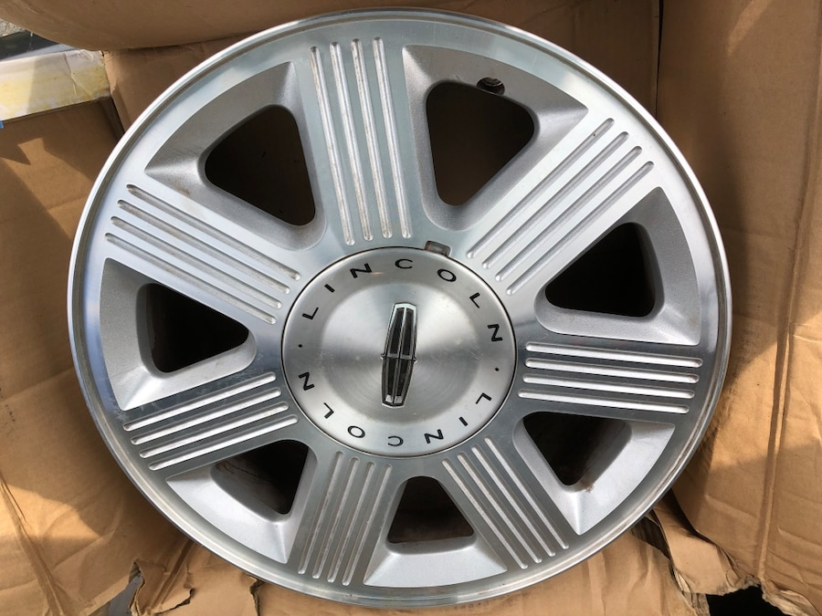 Photo 18 inch lincoln rims. 6 lug pattern will also fit 05 and above f150