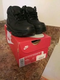 pair of black Nike Air Max shoes with box 31 mi