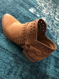 Vince Camuto Leather Ankle Boots  Calgary, T2Z 4T6