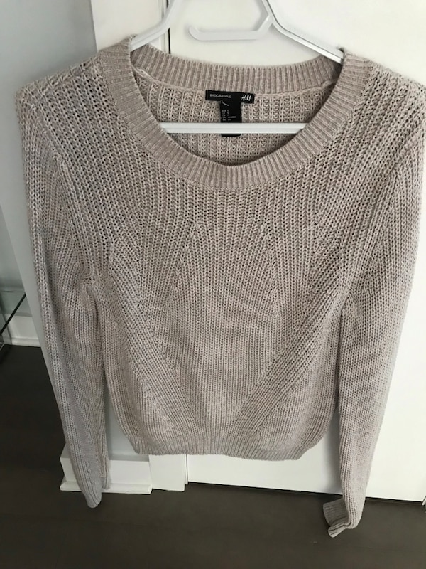 WOMENS SWEATER SIZE SMALL