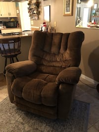 Rocker Recliner, great shape $300.00 OBO Text  [PHONE NUMBER HIDDEN]  Madison, 32340