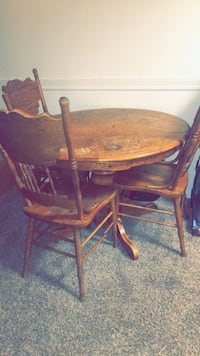 Antique table very old needs work Des Moines, 50310