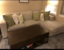 FREE DELIVERY TODAY ONLY- BEAUTIFUL MODERN SECTIONAL COUCH -GREAT COND