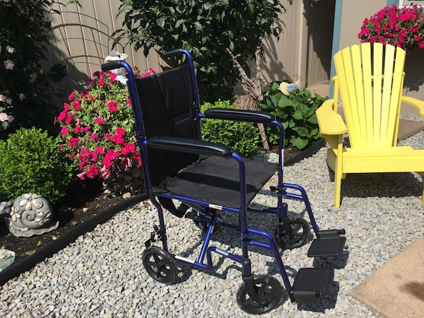 Lite weight wheel chair, excellent condition