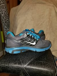 Nike sneakers excellent condition size 8 women Jersey City, 07304