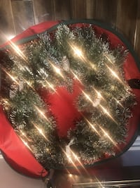 TWO Martha Stewart pre lit and decorated Xmas wreaths with snow Vaughan, L0J 1C0