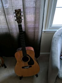 brown and black dreadnought acoustic guitar Crofton, 21114
