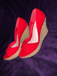 Pair of red wedges Springfield, 01105