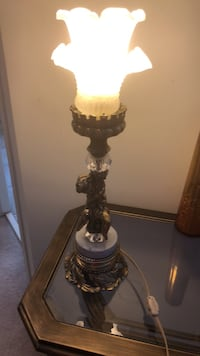 Small shrub table lamp brass and marble base.. Ottawa, K1C 7S2