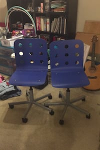 Set of desk chairs