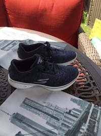 Brand new women's sketcher running shoes for sale size 7 1/2 Ajax, L1S 1S7