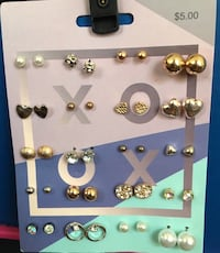 Lot of earrings $1.50