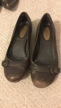 pair of brown leather flats 8w Germantown, 20874