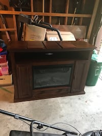 Fireplace very good condition Mississauga, L5N 2A5