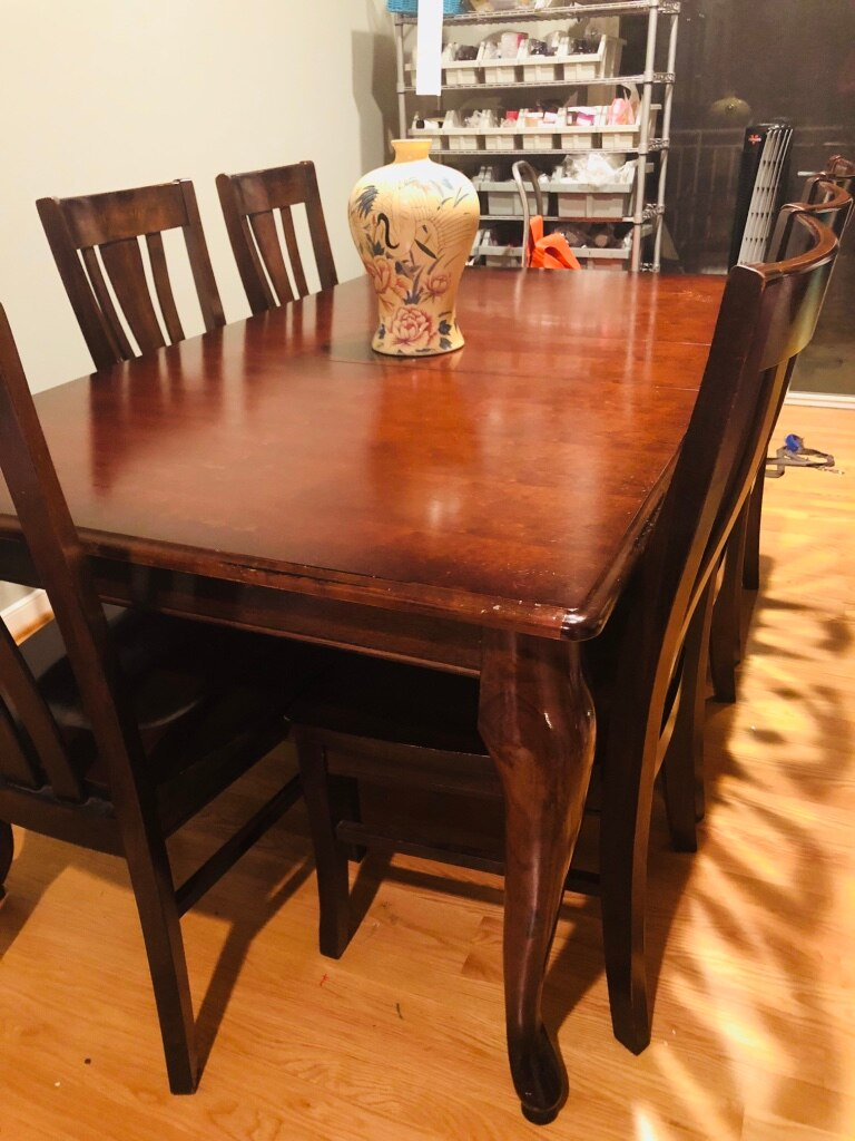 Havertys Cherry brown wooden table with six