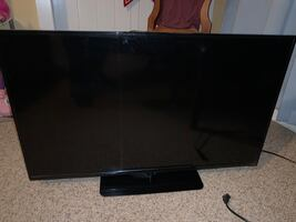 """39"""" HDTV WITH ROKU DEVICE EXCELLENT CONDITION PRICE NEGOTIABLE"""