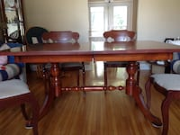 Cherry dinning room table and 6 chairs St Catharines, L2N 4E4